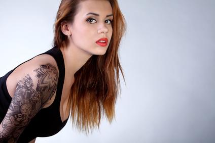 Татуированная Таня не сможет служить в полиции ФРГ